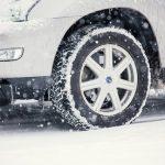 ノーマルタイヤで雪道を走るのは違反